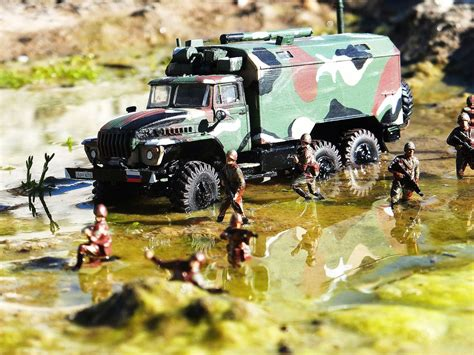 toy soldier chest icm  ural  command vehicle