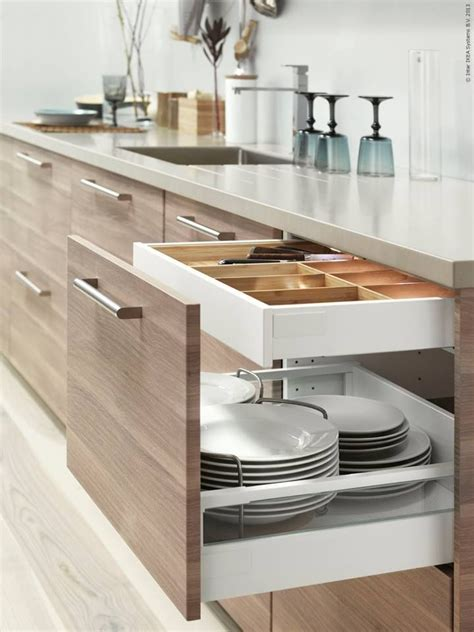 kitchen storage furniture ikea metod k 246 k med brokhult ljusgr 229 valn 246 tsm 246 nstrade l 229 dfronter