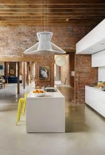 Beautiful Chambre Gris Perle Et Blanc #14: Mur-en-brique-cuisine-déco-design-îlot-de-cuisine-blanc.jpg