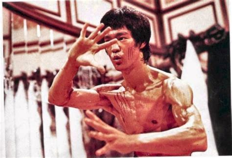 bruce lee biography movie 2012 revisiting bruce lee and enter the dragon breaking muscle