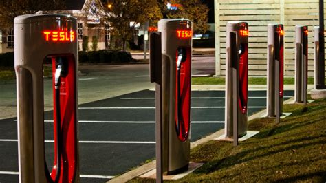Tesla boosts Superchargers to 145 kW, backs 'fastest