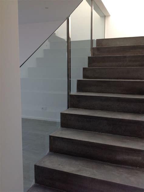 Escalier Moderne Beton by Conception D Un Escalier B 233 Ton Avec Garde Corps En Verre