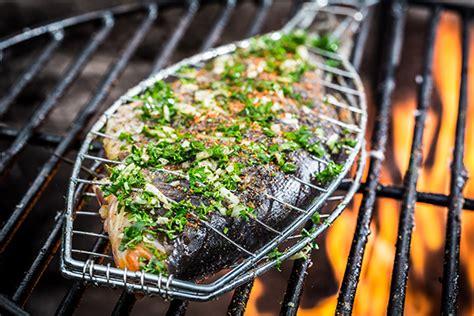 pesci da cucinare cucinare pesce arrosto guida il giornale cibo