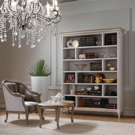 poltrona elegante elegante poltrona dal design classico in legno intagliato