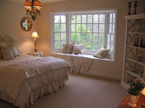 enhance a room with a window seat fine homebuilding 2013欧式卧室飘窗设计装修效果图 土巴兔装修效果图