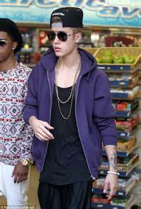 Justin Bieber wears KNEE HIGH socks on day out with Lil Twist   Daily Mail Online
