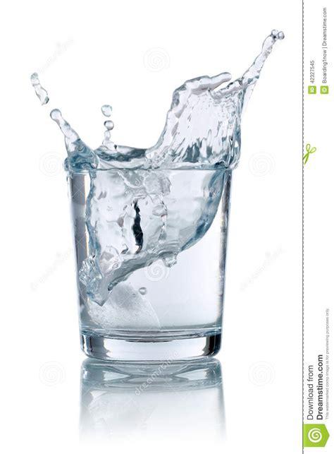 wasser gläser gla 231 on 233 claboussant dans le verre avec de l eau