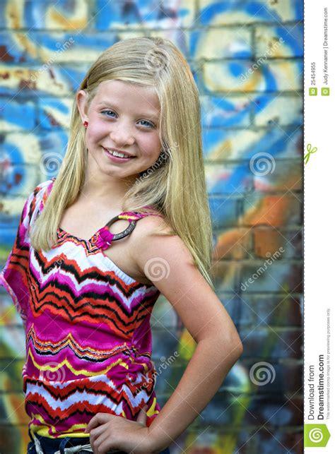 cute  blonde girl  graffiti wall royalty