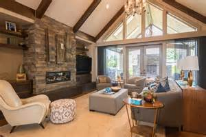 Living room with vaulted ceiling designing idea