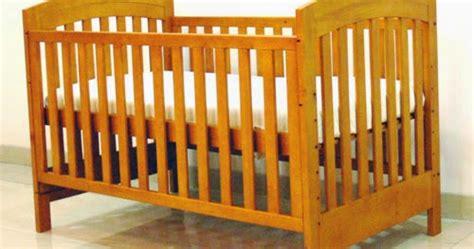 Ranjang Rotan Bayi model ranjang bayi yang aman