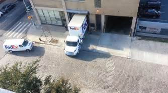18 Wheels Truck Parking Fedex Driver Expertly Squeezes His Truck Into A Tiny