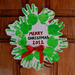 christmas craft a day handprint wreath missimogen