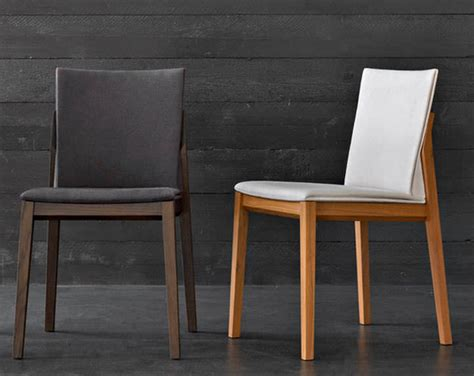 silla de comedor estilizada base de madera detalle
