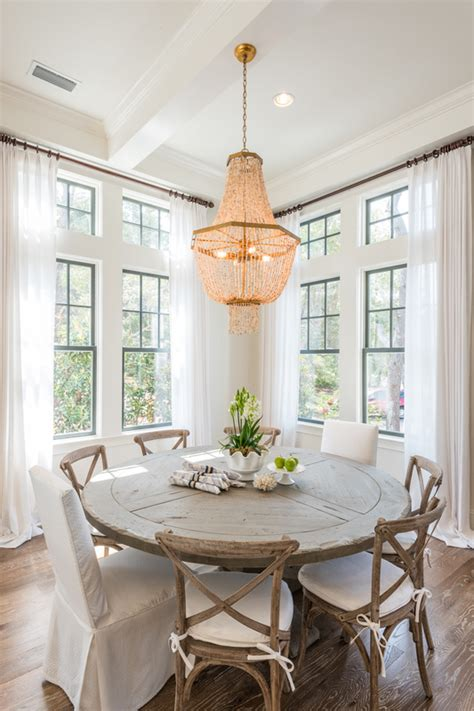 What Size Chandelier Do I Need Choosing The Right Size And Shape Light Fixture For Your Dining Room Simple Tips On Placement