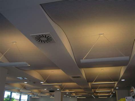 controsoffitto radiante pannelli per controsoffitto fonoassorbente radiante