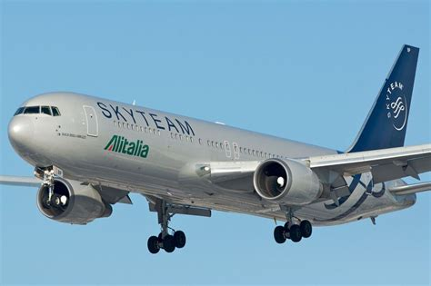 boeing 777 alitalia interni delta air klm and alitalia land antitrust approval