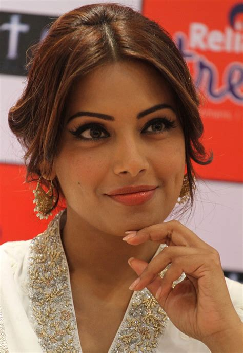 Bipasha Basu: 'I will have a Bengali wedding'   Movies