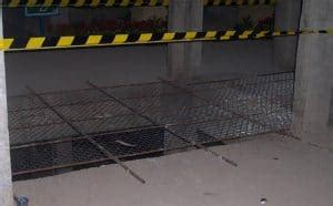 Kawat Ram Display proteksi lobang lift dengan tutup kawat ram