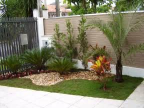 jardins de casas simples e pequenas decorando casas