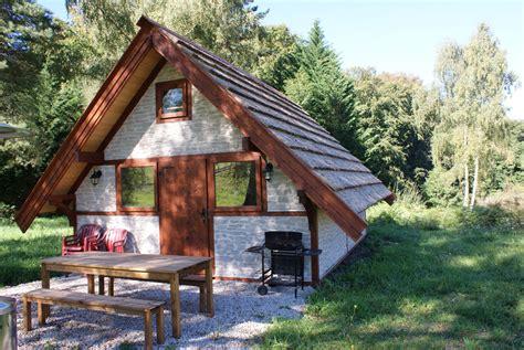 hutte gauloise h 233 bergement insolite la hutte gauloise le domaine du