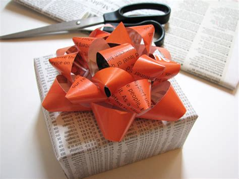 How To Make Bows Out Of Wrapping Paper - how to make a gift bow from a magazine creative present