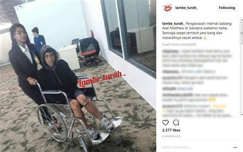 Foto Dan Kursi Roda dicekal saat akan ke singapura beredar foto putra di atas kursi roda kabar