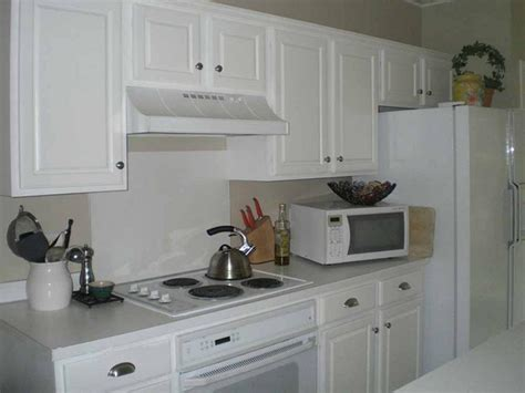 photos of hardware on kitchen cabinets