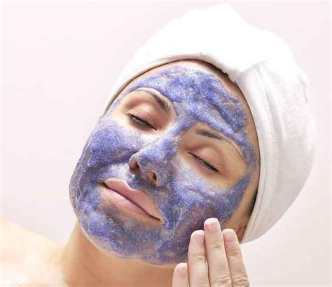 d i y honey blueberry mask for glowing skin at home
