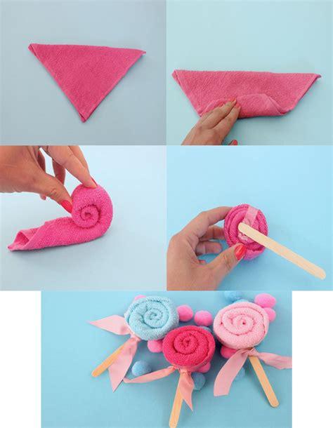 souvenirs de baby shower de papel 3 manualidades para baby shower chupetas con toalla como souvenirs de baby shower