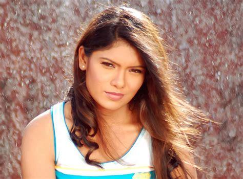 marathi stars suruchi adarkar marathi actress bio filmography wiki