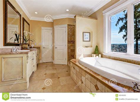 toni interni interno molle bagno di toni in casa di lusso immagine