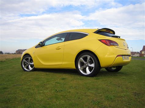 vauxhall yellow vauxhall astra gtc sri 1 7 cdti 16v road test report and