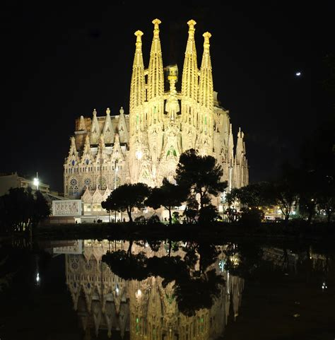 Sagrada Familia At Night   www.pixshark.com   Images
