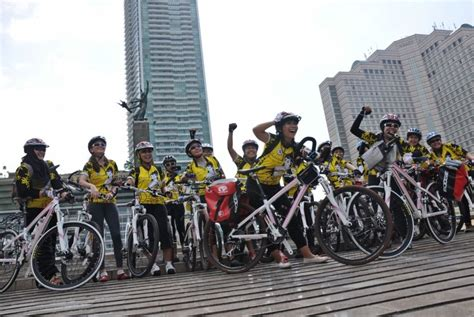 Bike To Work Di Jakarta ini dia para srikandi bersepeda republika