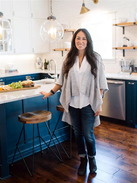 at home joanna gaines design tips from joanna gaines craftsman style with a