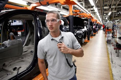 Chrysler Pension by Chrysler To Freeze Pensions Of 8 000 U S Employees