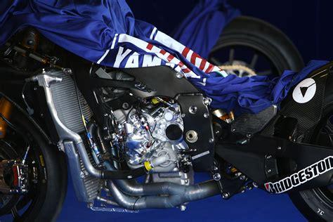 Kaos R15 Yamaha Bikers Bonus Stiker motogp 2014 tim crt bakalan pakai mesin yamaha m1