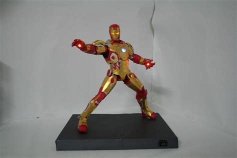 Ironman Papercraft - papercraft iron 42 leds modeled by