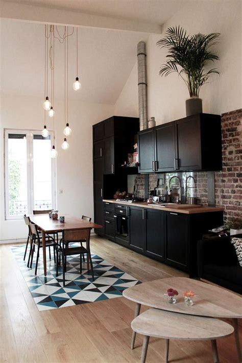 mur design home hardware cuisine noire et bois mur briques maison puces de saint