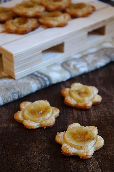 fiori di pasta fiori di pasta sfoglia alle banane ricetta semplice