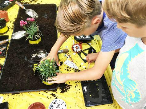 diggers summer   wyevale keeping  kids