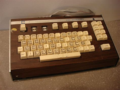 A Vintage Keyboard by 9 Best Images About Retro Technolust On