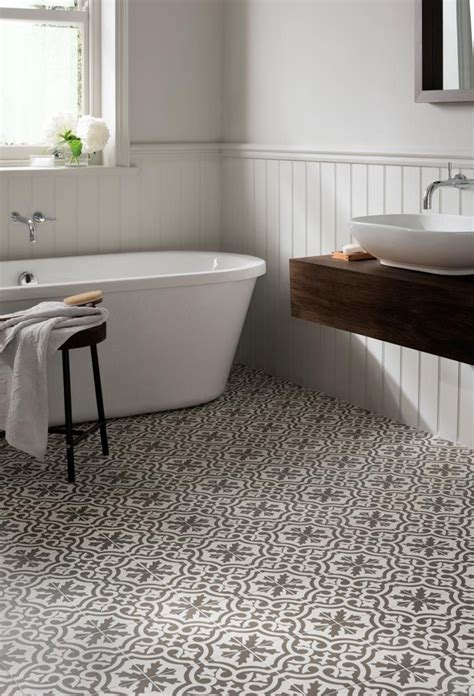 bathroom floor tiles 25 best ideas about spanish style bathrooms on pinterest