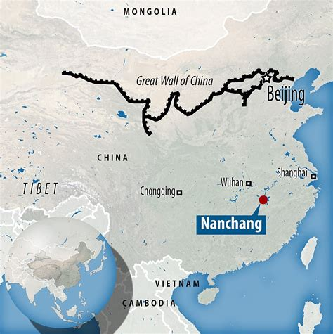Buku Impor Great Wall China Against The World 1000 Bc Ad 2000 workers risk their lives hanging great wall of china daily mail