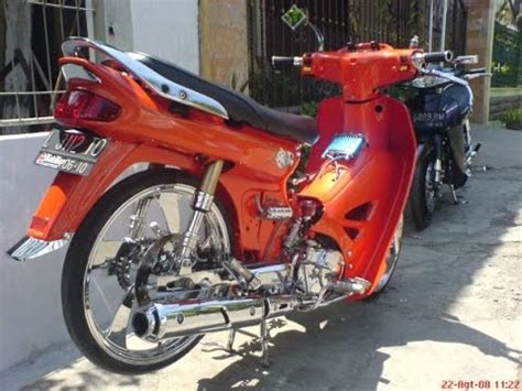 Slebor Belakang Honda C70 motor trend modifikasi modifikasi motor honda astrea grand velg racing terbaru