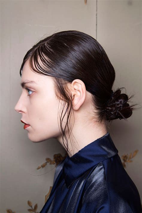 wet and messy hair look hair bun ideas for a sweat free sticky free hair look