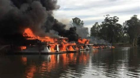 houseboat fire fire destroys nine murray river houseboats the new daily