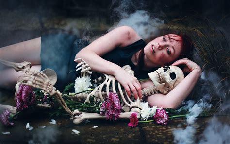 couple wallpaper in sad mood dark horror gothic mood sad sorrow alone macabre skeleton
