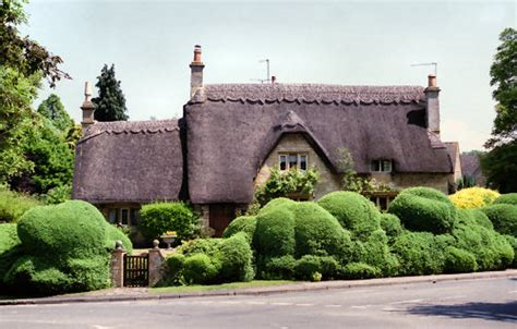 chipping cden cottages living travel thatched cottages parks and gardens