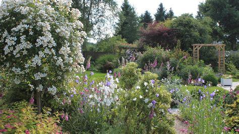 Creer Un Jardin Fleuri Toute L ée by Des Plantes 224 Floraison Longue Pour Un Jardin Fleuri